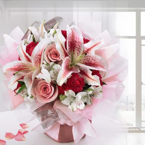 Cheering Bouquet of Appealing Flowers