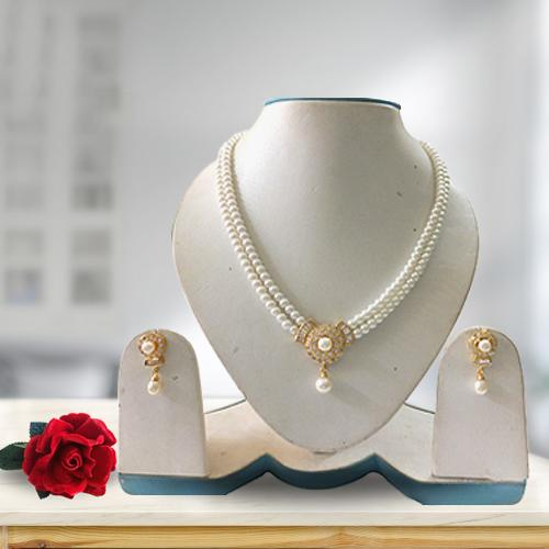 Gaudy Double Chain Pearl Set in a Royal Gesture