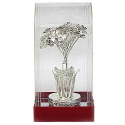 Impressionable Handiwork of Flower Vase made of Silver
