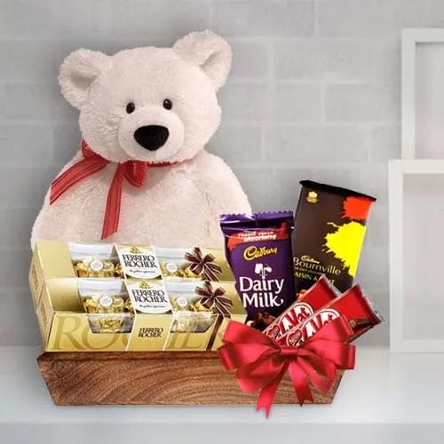 Lavish Festive Time Gift Basket for Loved Ones <br>