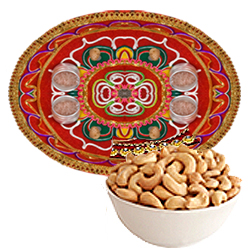 Eye-Catching Gift of Spicy Cashew Nuts with One Thali
