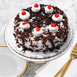 Irresistible Black Forest Cake from <font color=#FF0000><strong>Taj or 5 Star Hotel</strong></font> bakery