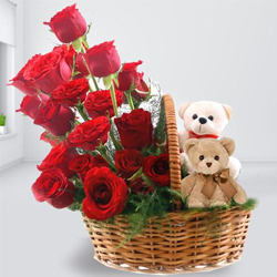 Smart-Looking Red Roses Arrangement with Twin Teddy