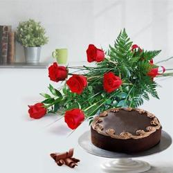 Pleasurable Chocolate Cake with Red Roses Bouquet