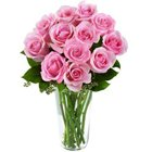 Charming Presentation of Roses in a Vase to Golconda