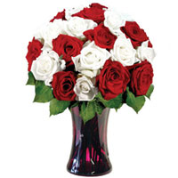 Designer Glass Vase Presentation of Red N White Roses