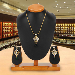 Sublime Nistha Kundan Pendant and Earrings Set from Avon