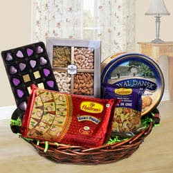 Exquisite Family-Friendly Snacks Hamper