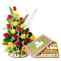 Gift Online Colorful Roses with Assorted Sweets