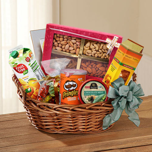 Nutritious Gift Basket of Dry Fruits N Assortments
