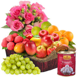 Delectable Fresh Fruits Basket with Haldiram Rasgulla and Rose Bouquet