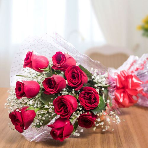 Gift Bouquet of Red Roses Online