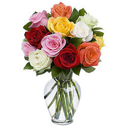 Send Mixed Roses in a Glass Vase Online