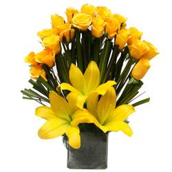 Send Online Arrangement of Lilies N Roses